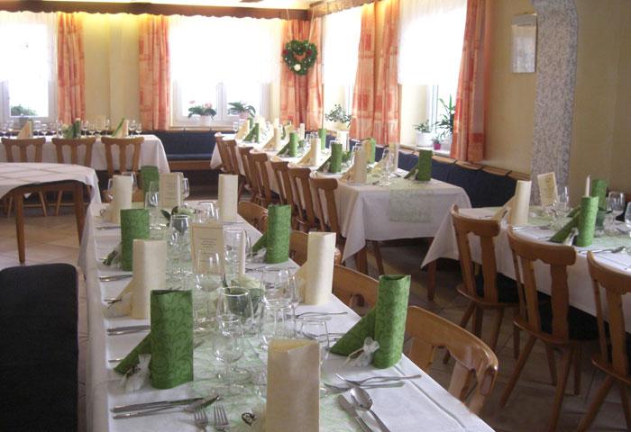 Dekorierte Tische bei feierlichem Anlass - Gasthaus Grüner Berg