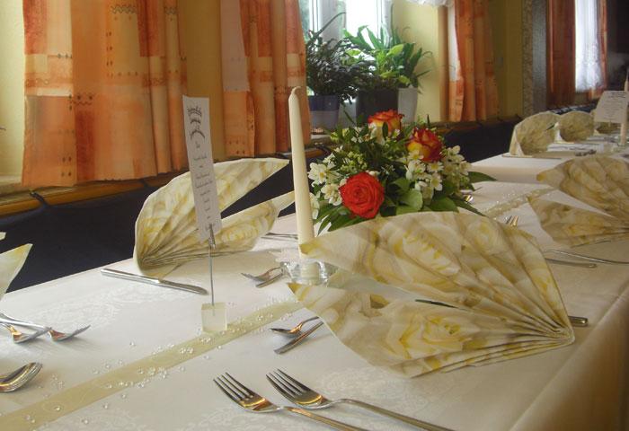 Tischdekoration zu einem feierlichen Anlass - Gasthaus Grüner Berg