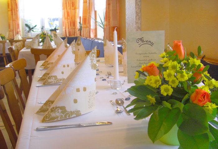 Blumen und Tischdekortaion - Gasthaus Grüner Berg